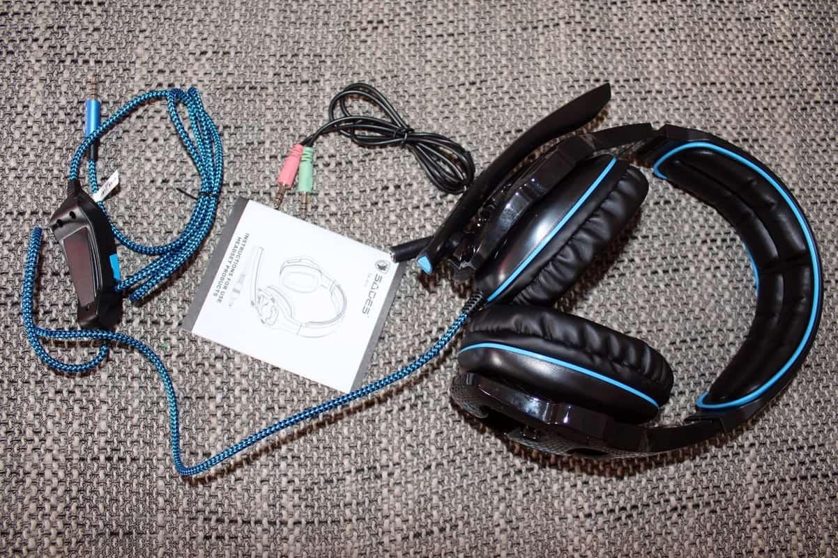 Kabel und Adapter für Mikrofon am Gaming Headset