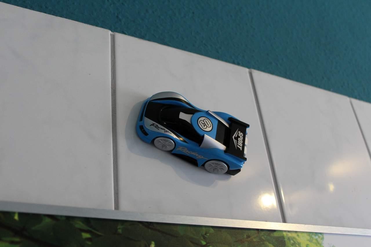 ferngesteuertes Auto was die wände hochfährt