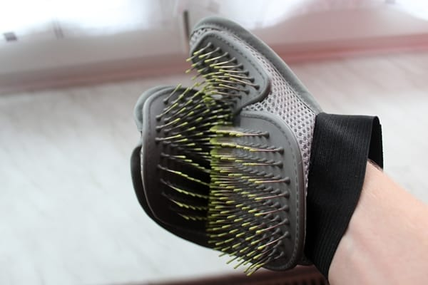 Stark biegsamer Fellpflege-Handschuh