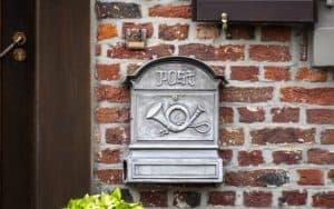 Antiker Briefkasten im Retro-Design